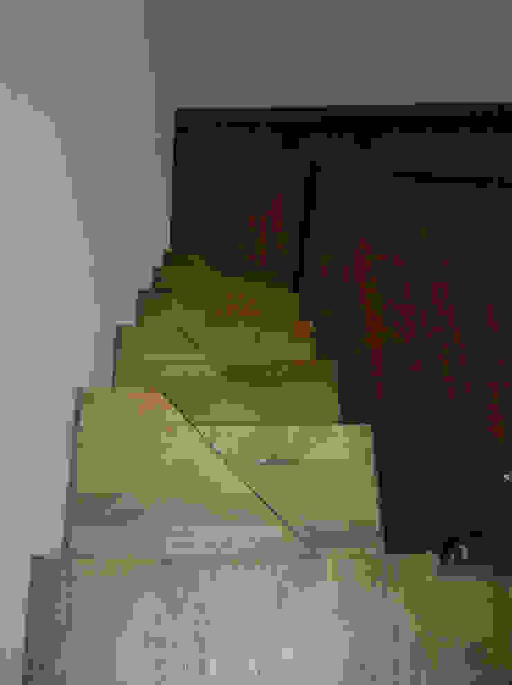 Emanuela Orlando Progettazione Modern Corridor, Hallway and Staircase