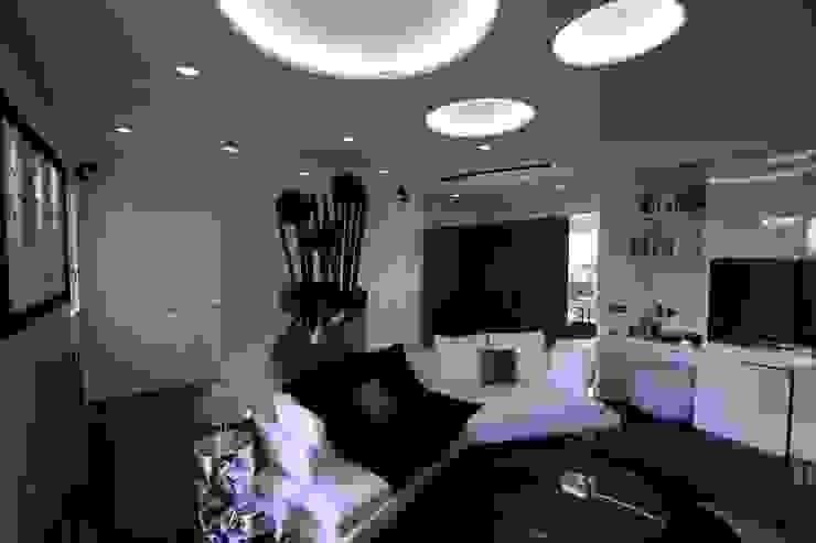 Casa Joe - sala multimediale Sala multimediale moderna di studiodonizelli Moderno