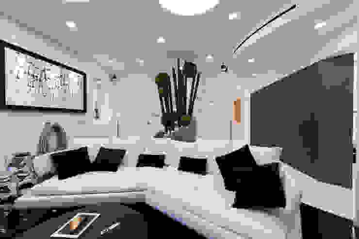 Casa Joe - sala TV e home theatre Sala multimediale moderna di studiodonizelli Moderno
