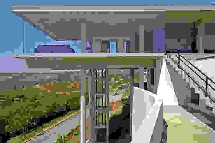 Vista externa. Casas modernas por Humberto Hermeto Moderno