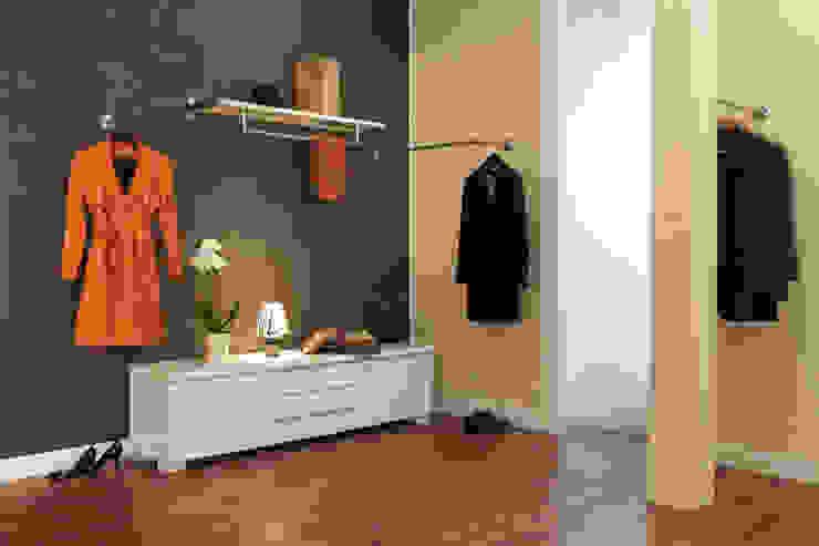 ULI Garderobenstange und Kleiderstangen aus Edelstahl nach Maß ULI Garderoben Moderner Flur, Diele & Treppenhaus