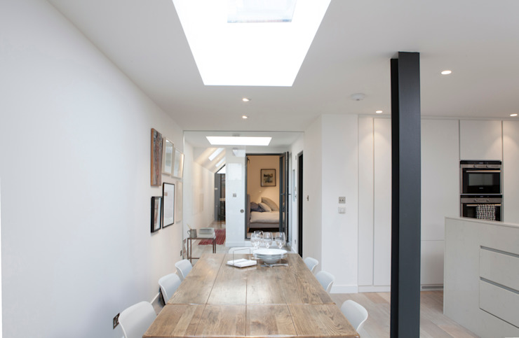 Lysia Street Moderne eetkamers van S&Y Architects Modern