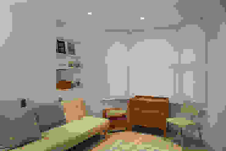 Lysia Street Moderne woonkamers van S&Y Architects Modern