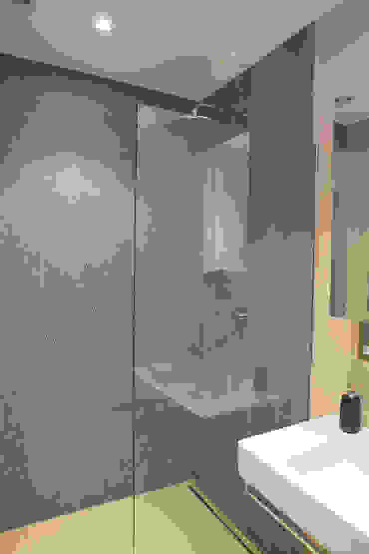 Lysia Street Modern bathroom by S&Y Architects Modern