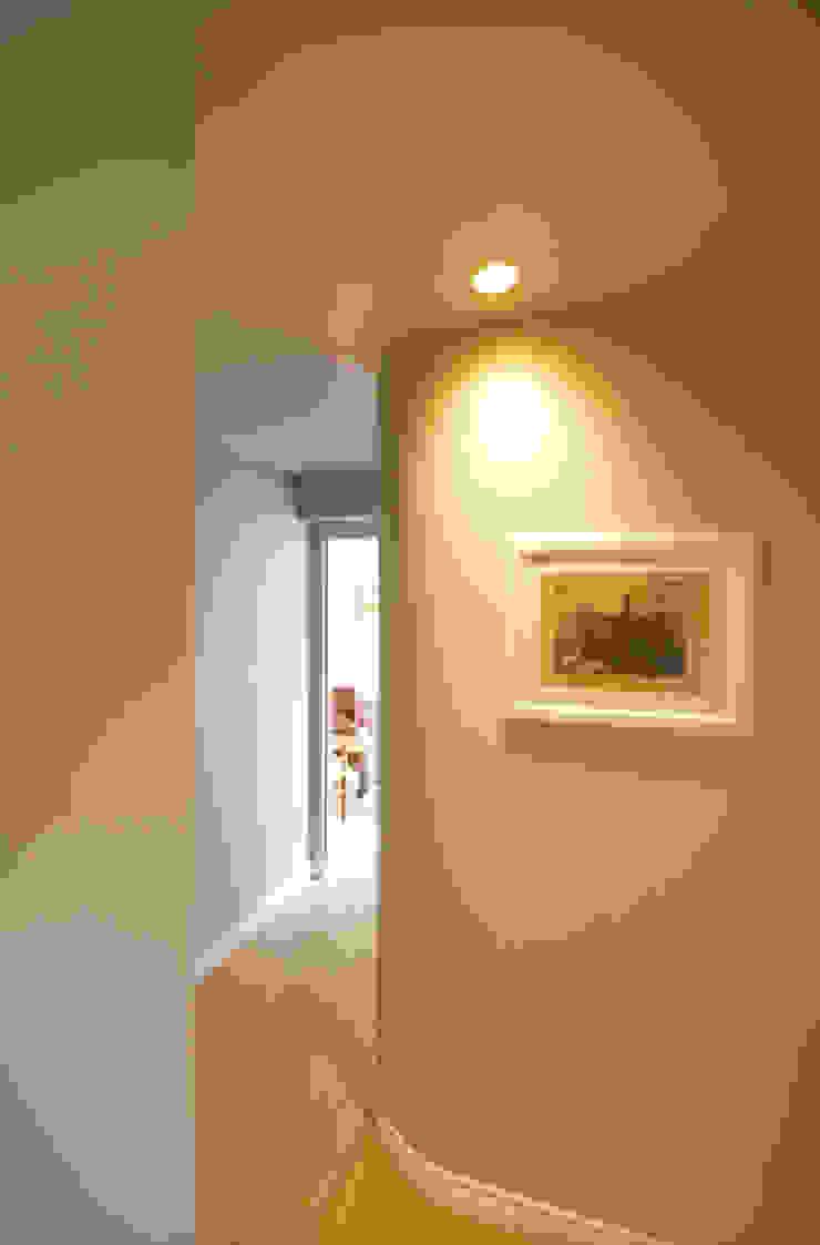 manzoni Ingresso, Corridoio & Scale in stile moderno di andrea borri architetti Moderno