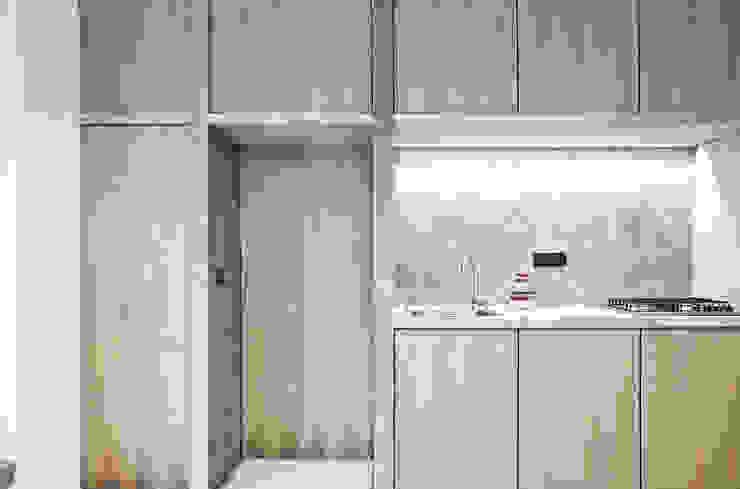 Kitchen by R3ARCHITETTI, Minimalist