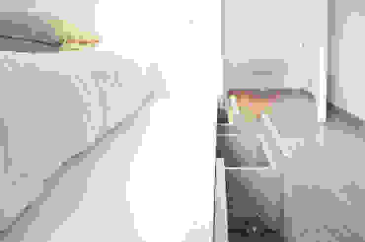 Minimalist bedroom by R3ARCHITETTI Minimalist