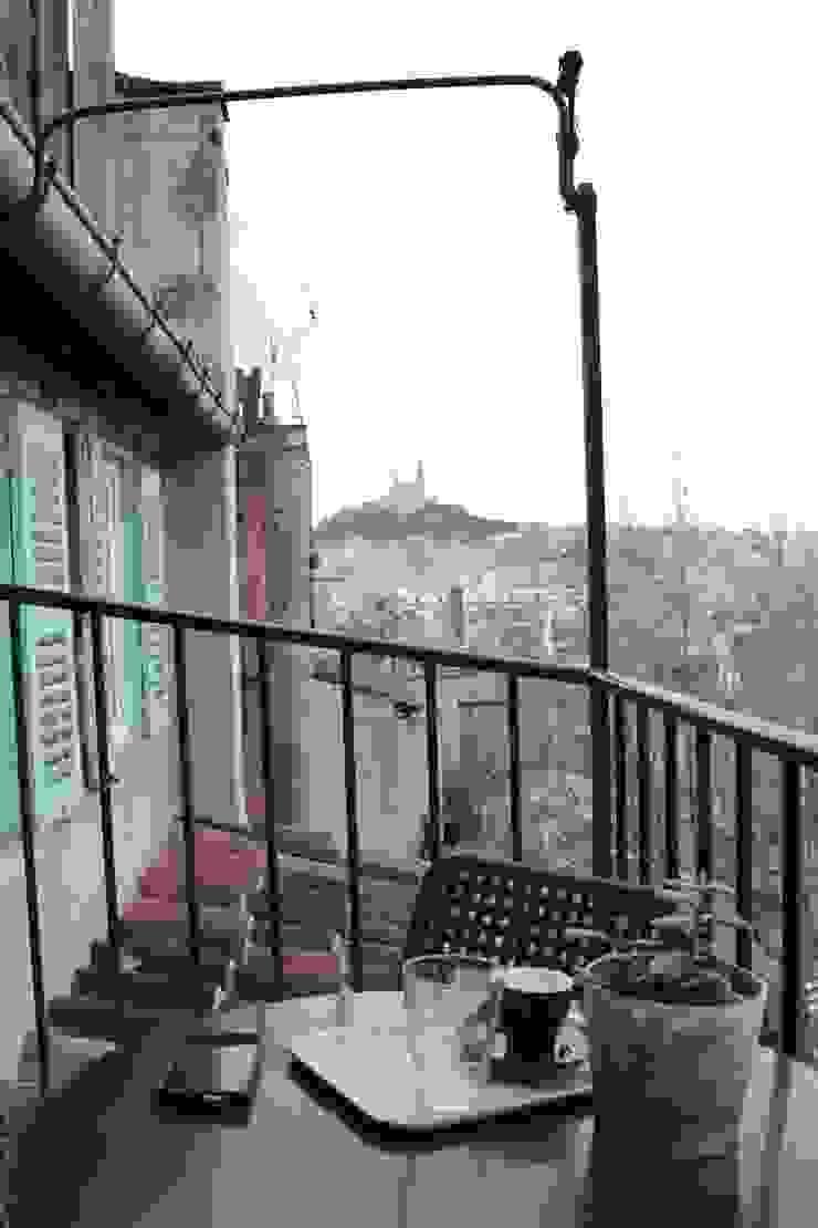 Le balcon Balcon, Veranda & Terrasse méditerranéens par Insides Méditerranéen