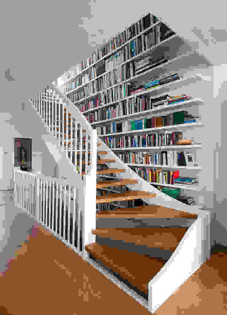 Modern Corridor, Hallway and Staircase by Abendroth Architekten Modern
