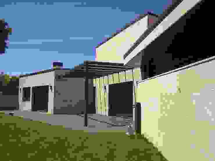 VIVIENDA UNIFAMILIAR EN O CARBALLO Casas de estilo moderno de arquitectura SEN MÁIS Moderno