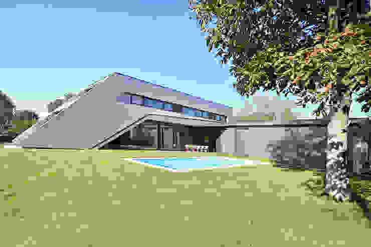 Nowoczesny ogród od haas_architektur ZT GmbH Nowoczesny