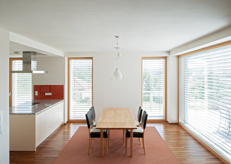 Modern dining room by Abendroth Architekten Modern