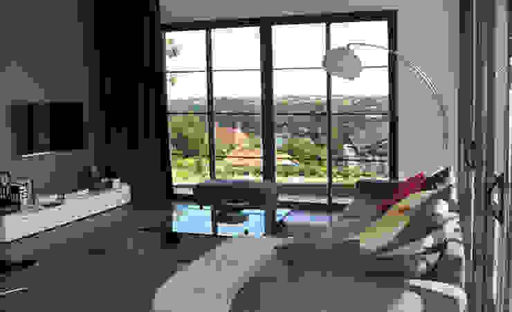 Le séjour avec vue sur la Loire Salon moderne par Gilles Cornevin SARL Moderne