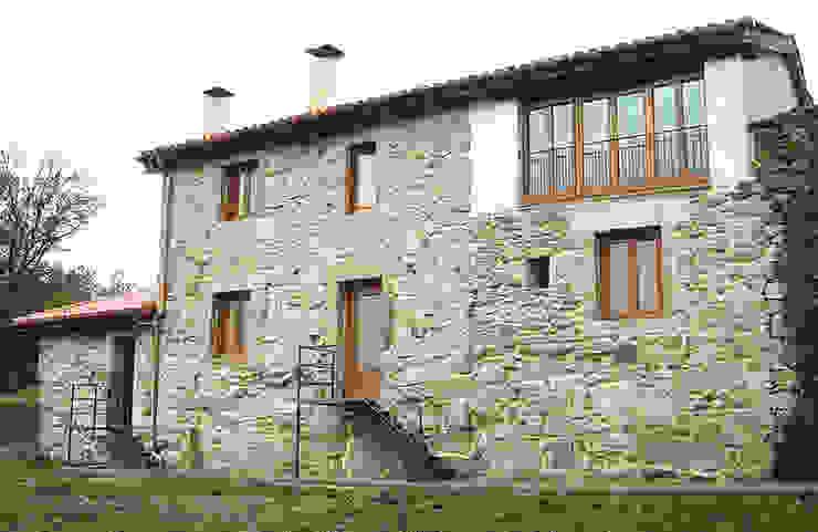 REHABILITACIÓN DE VIVIENDA UNIFAMILIAR Y ANEXOS EN STA. EUFEMIA Casas de estilo rural de arquitectura SEN MÁIS Rural
