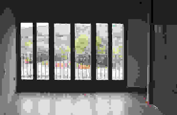 REHABILITACIÓN DE VIVIENDA UNIFAMILIAR Y ANEXOS EN STA. EUFEMIA Puertas y ventanas de estilo rural de arquitectura SEN MÁIS Rural