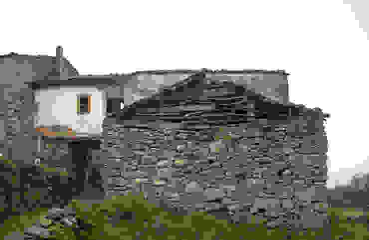 REHABILITACIÓN DE VIVIENDA UNIFAMILIAR Y ANEXOS EN STA. EUFEMIA de arquitectura SEN MÁIS