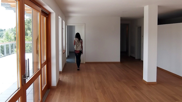 Controcampo del salone in direzione della cucina - pranzo Soggiorno moderno di Team Replan - Bortoluzzi Associati Moderno