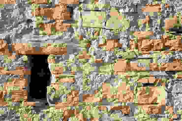 Particolare facciata Est Case in stile rustico di Team Replan - Bortoluzzi Associati Rustico