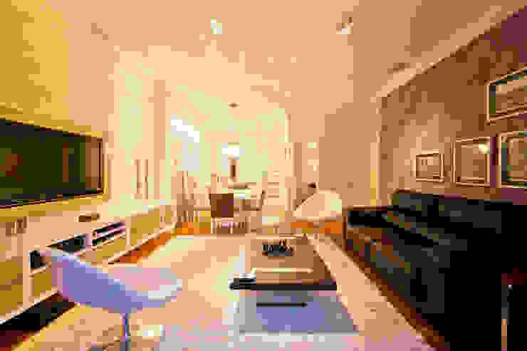 Salas de Estar e Jantar Salas de estar modernas por Enzo Sobocinski Arquitetura & Interiores Moderno Derivados de madeira Transparente