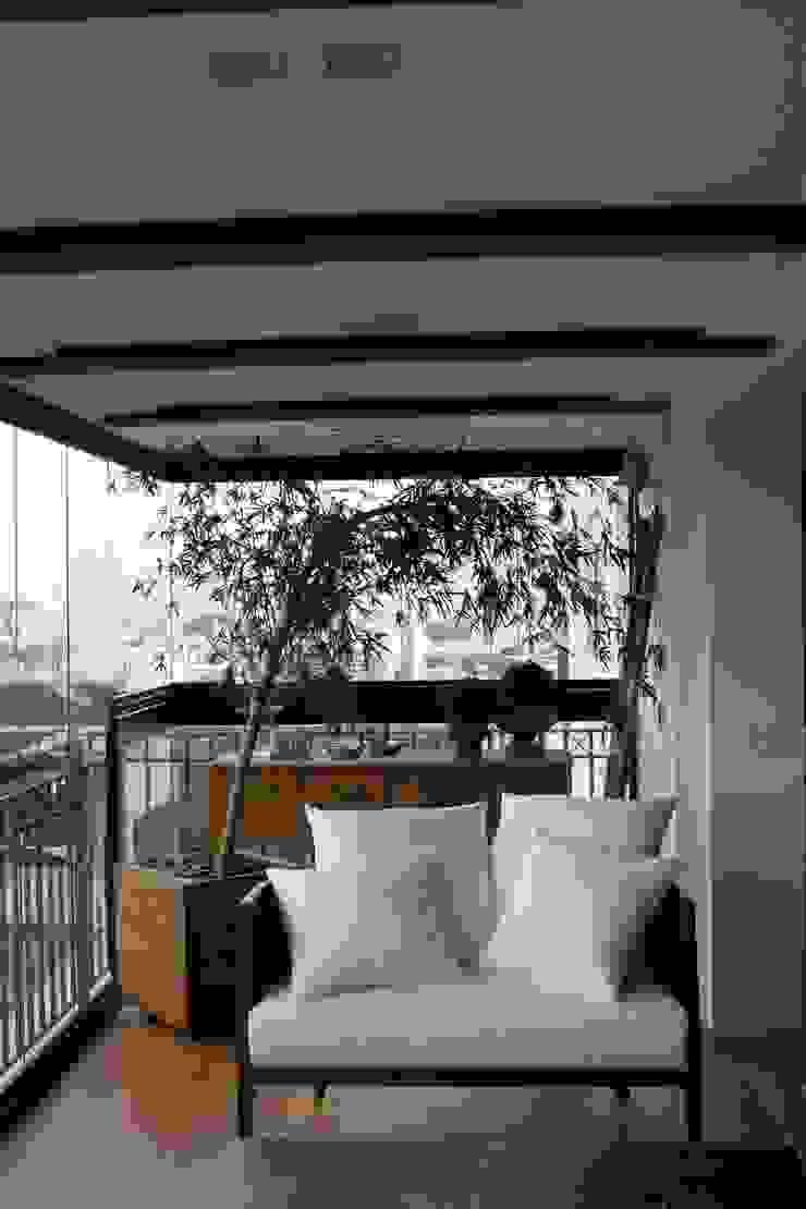 Varanda Integrada Varandas, alpendres e terraços clássicos por Vaiano e Rossetto Arquitetura e Interiores Clássico