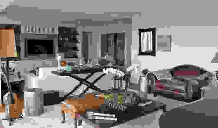 Living Apartamento São Paulo Salas de estar clássicas por Vaiano e Rossetto Arquitetura e Interiores Clássico