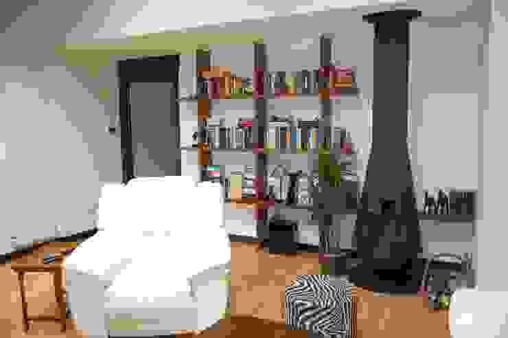 Modern Living Room by Eva Fonseca estudio de arquitectura Modern