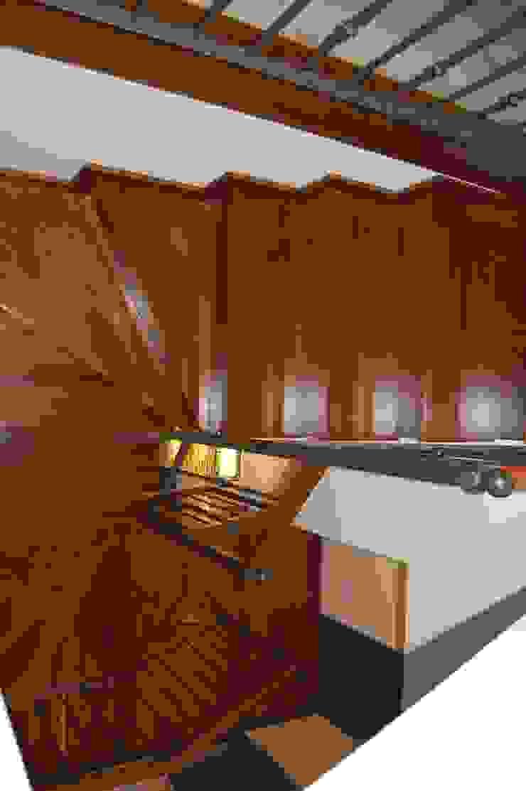 Classic style corridor, hallway and stairs by Eva Fonseca estudio de arquitectura Classic