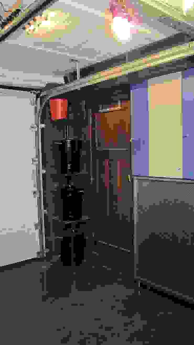 Pop up art gallery Garage / Hangar originaux par Distriref Éclectique
