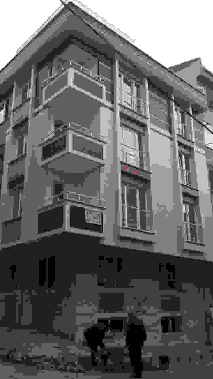 Casas de estilo clásico de KARSAN CAM MOZAİK Clásico