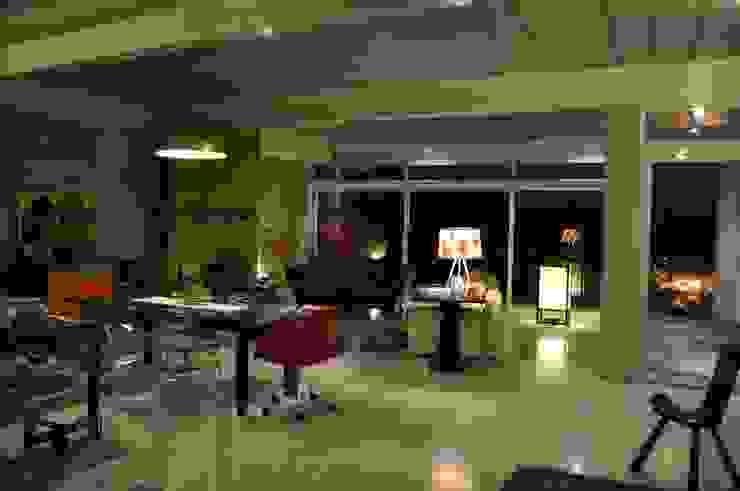 Sala Salas de estar modernas por Lima Pinheiro Arquitetos Moderno