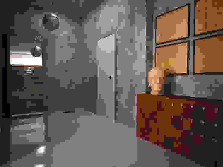 Cubes in flat Коридор, прихожая и лестница в эклектичном стиле от SHKAF interior architects Эклектичный