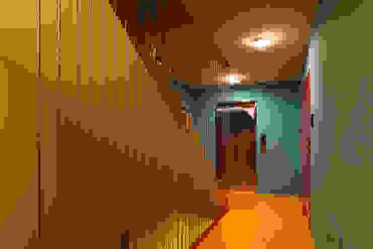 하얀집 White house 스칸디나비아 복도, 현관 & 계단 by designband YOAP 북유럽