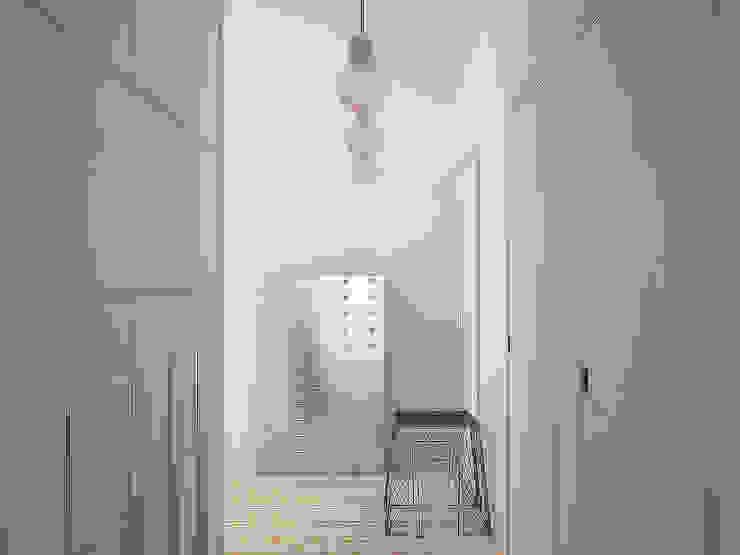 Da Vinci residential Коридор, прихожая и лестница в эклектичном стиле от SHKAF interior architects Эклектичный