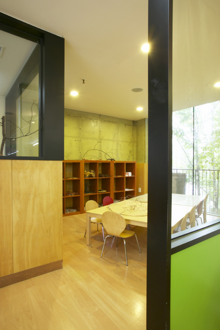 Kindergarten Angel 모던 스타일 학교 by ISON ARCHITECTS 모던
