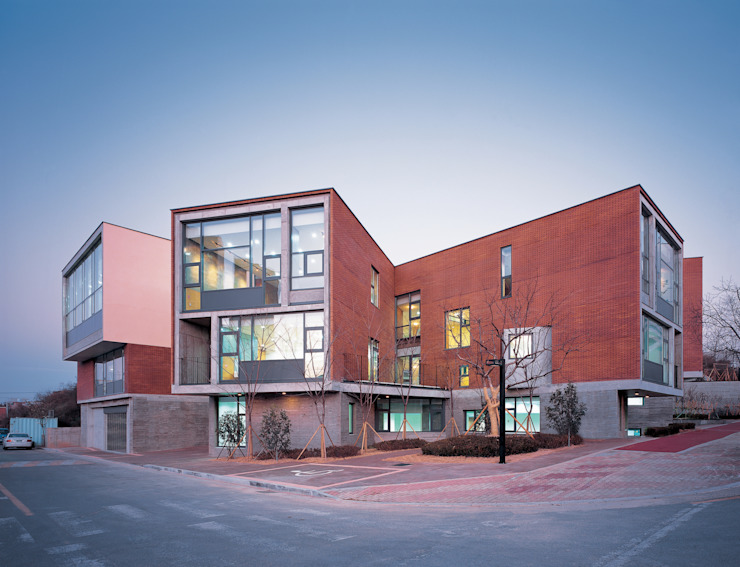 Kindergarten Unmun 모던 스타일 학교 by ISON ARCHITECTS 모던