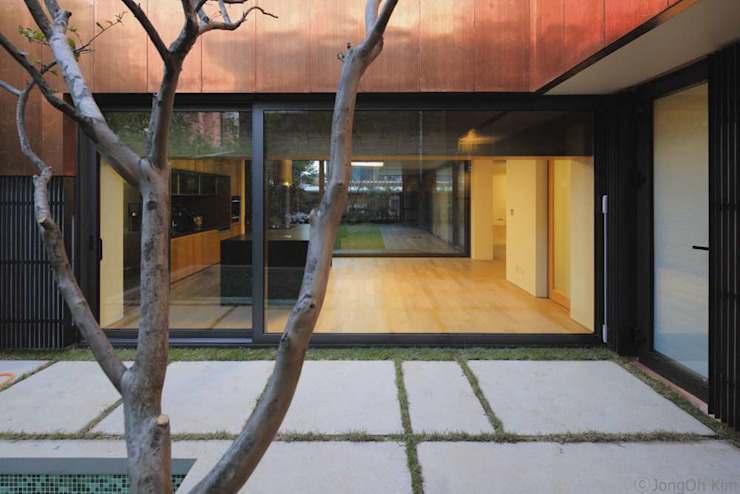Yeon-hui dong house 모던스타일 정원 by ISON ARCHITECTS 모던