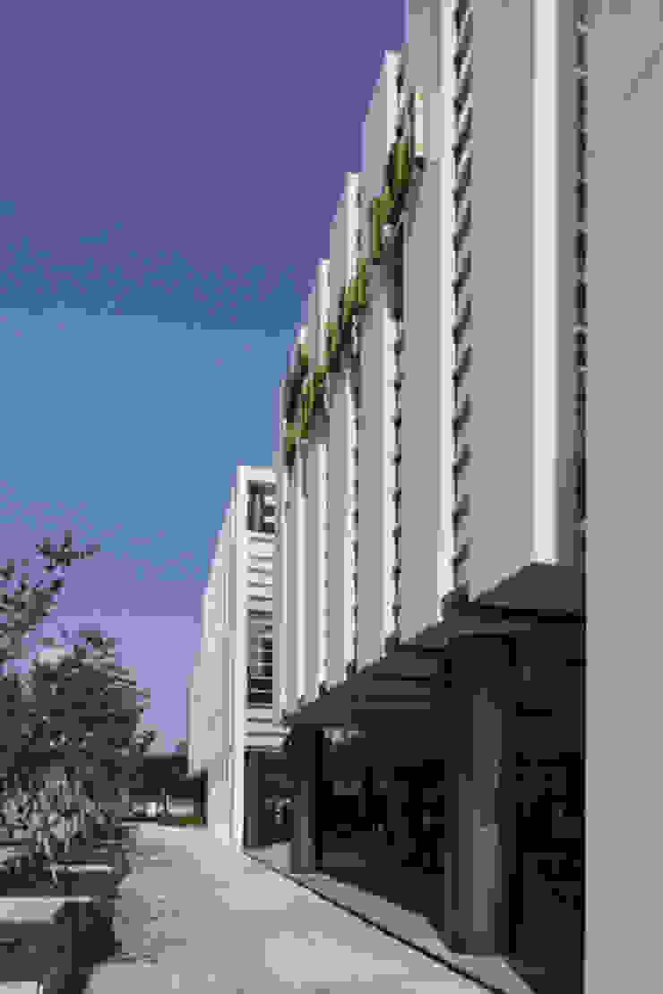 The bay101 모던 스타일 쇼핑 센터 by (주)일신설계종합건축사사무소 모던