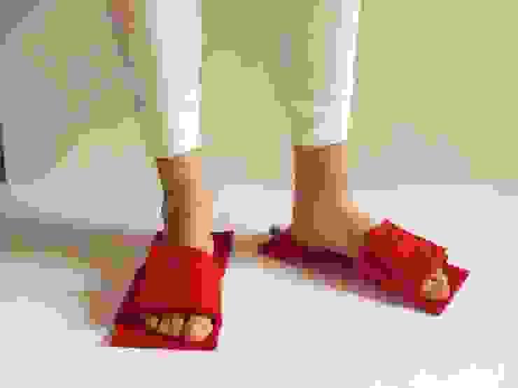 embroidery felt slippers di raffaella brunzin handmade Minimalista