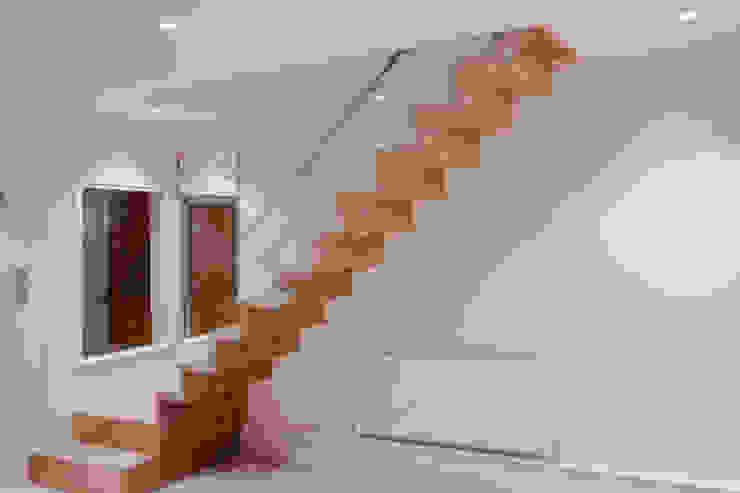 Modern ZigZag Staircase : modern  by Railing London Ltd, Modern
