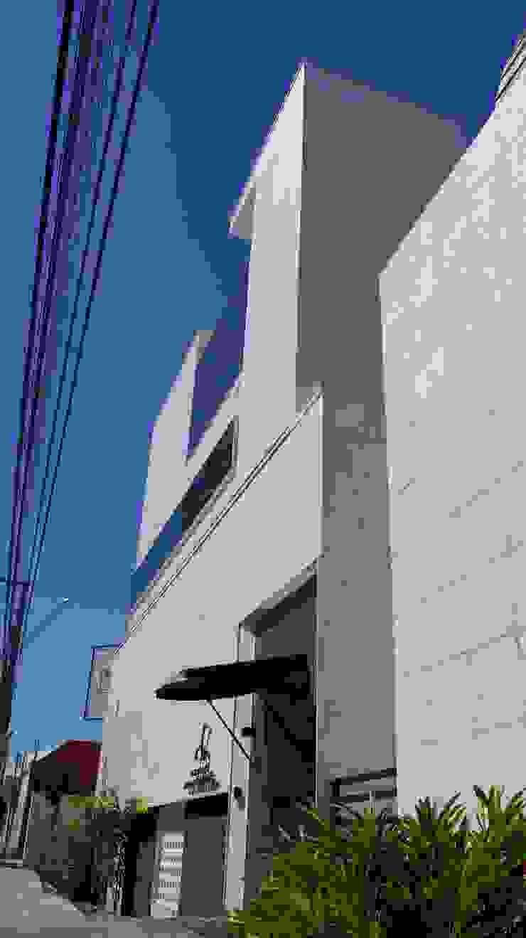 Edifício Sede da Carmo Advogados Escritórios minimalistas por MMEB arquitetos Minimalista