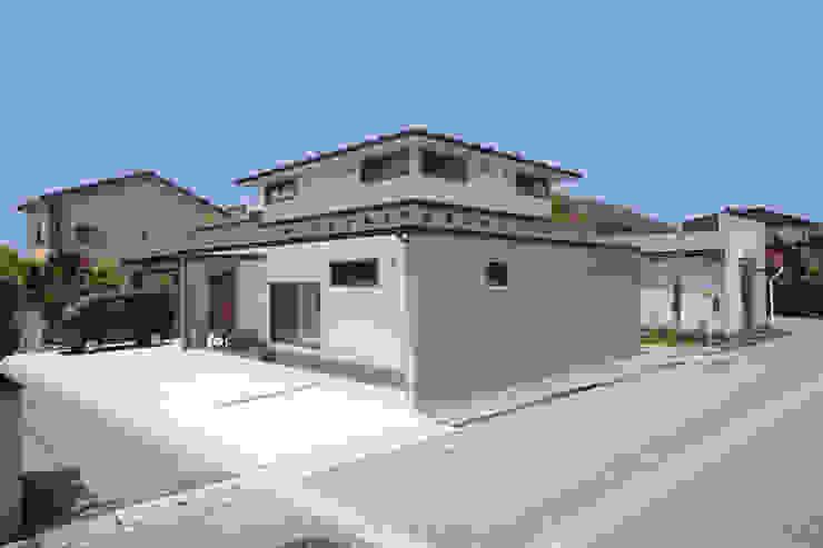 Casas de estilo moderno de ツカ・デザインスタヂオ一級建築士事務所 Moderno