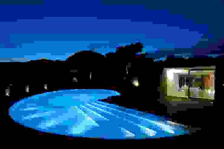Minimalist pool by Studio Marastoni Minimalist
