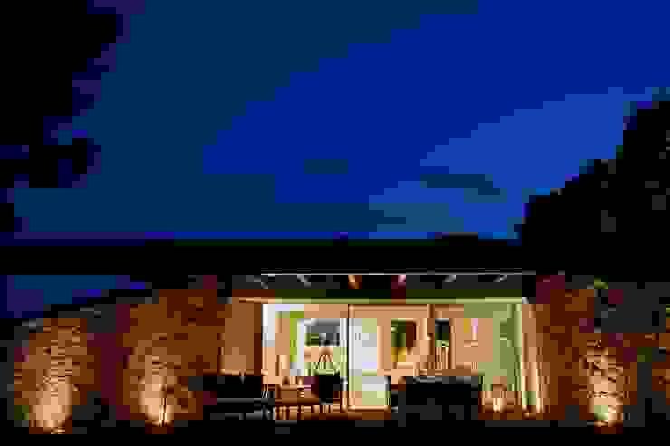 Villa <q>O</q> – Portisco, Sardegna Finestre & Porte in stile minimalista di Studio Marastoni Minimalista