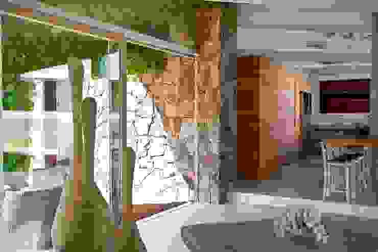 Villa <q>O</q> – Portisco, Sardegna Soggiorno minimalista di Studio Marastoni Minimalista
