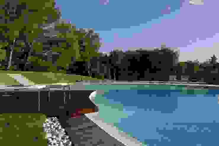 Villa <q>O</q> – Portisco, Sardegna Piscina minimalista di Studio Marastoni Minimalista