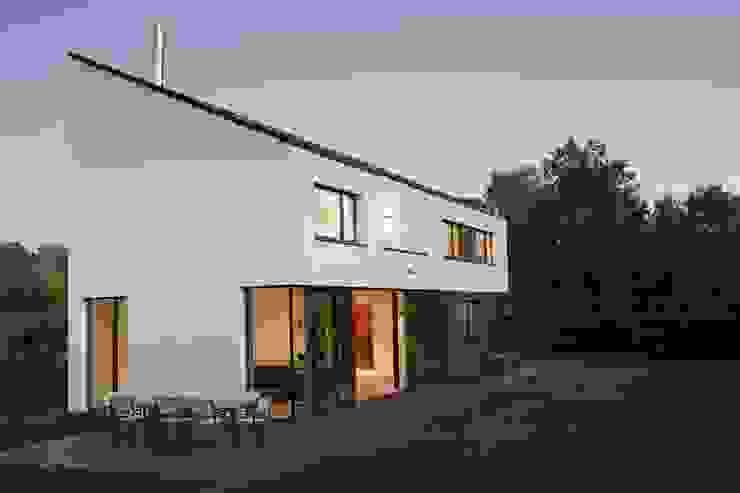 Ansicht von Süden Moderne Häuser von .rott .schirmer .partner Modern