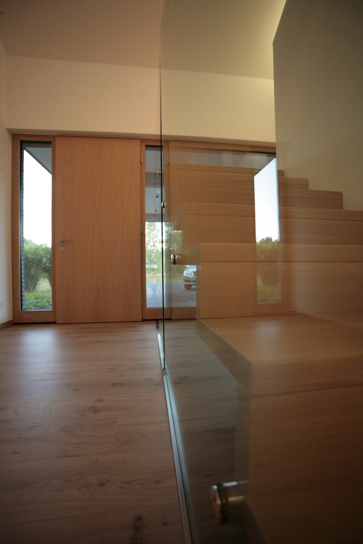 Treppe Moderner Flur, Diele & Treppenhaus von .rott .schirmer .partner Modern