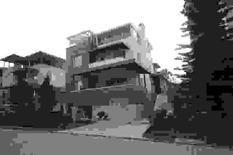 Casas de estilo mediterráneo de DerganÇARPAR Mimarlık Mediterráneo