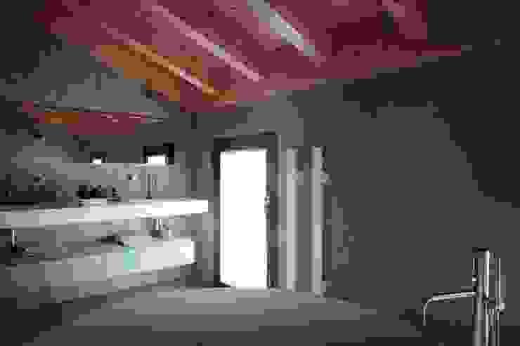 bagno Bagno minimalista di Marg Studio Minimalista