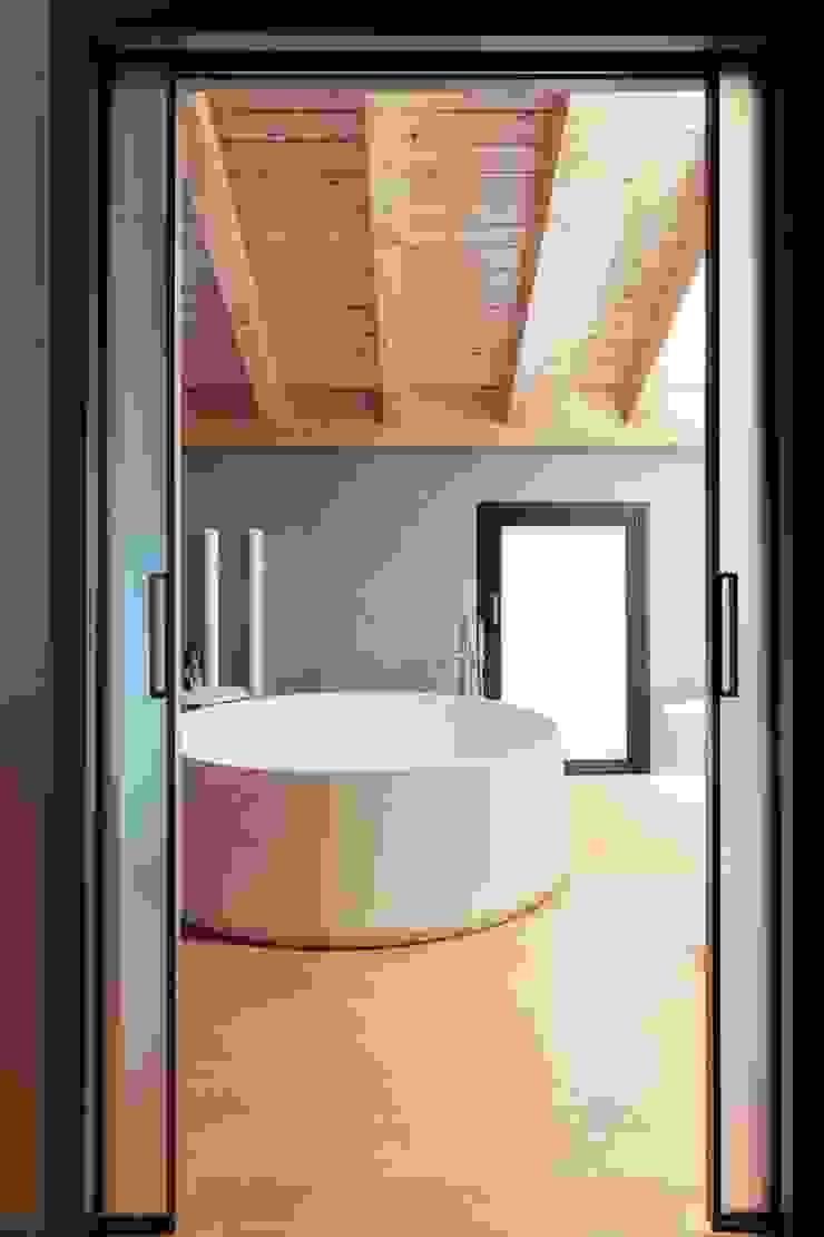 vasca bagno Bagno minimalista di Marg Studio Minimalista